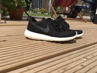 Nike Rosche Black Size 7 trainers