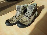 Palladium canvas boots UK8