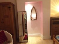Lovely sunny spacious room with ensuite toilet. Quiet location yet close to city centre & amenities