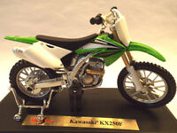 New Maisto 1:18 Kawasaki KXF 250 Gift Die Cast Toy Bike Motocross