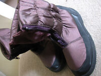 ladies snow boots, size 39