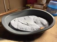 M/L dog basket with cushion