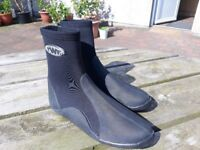Kids wetsuit bootees size 6