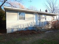 878 Regent - 4 Bed House, HALF OF FIRST MONTH FREE!!!