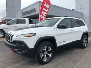 2017 Jeep Cherokee Trailhawk NAV, Heated seats,