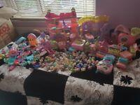 littlest pet shop bundle bargain houses,figures and loads of accessories