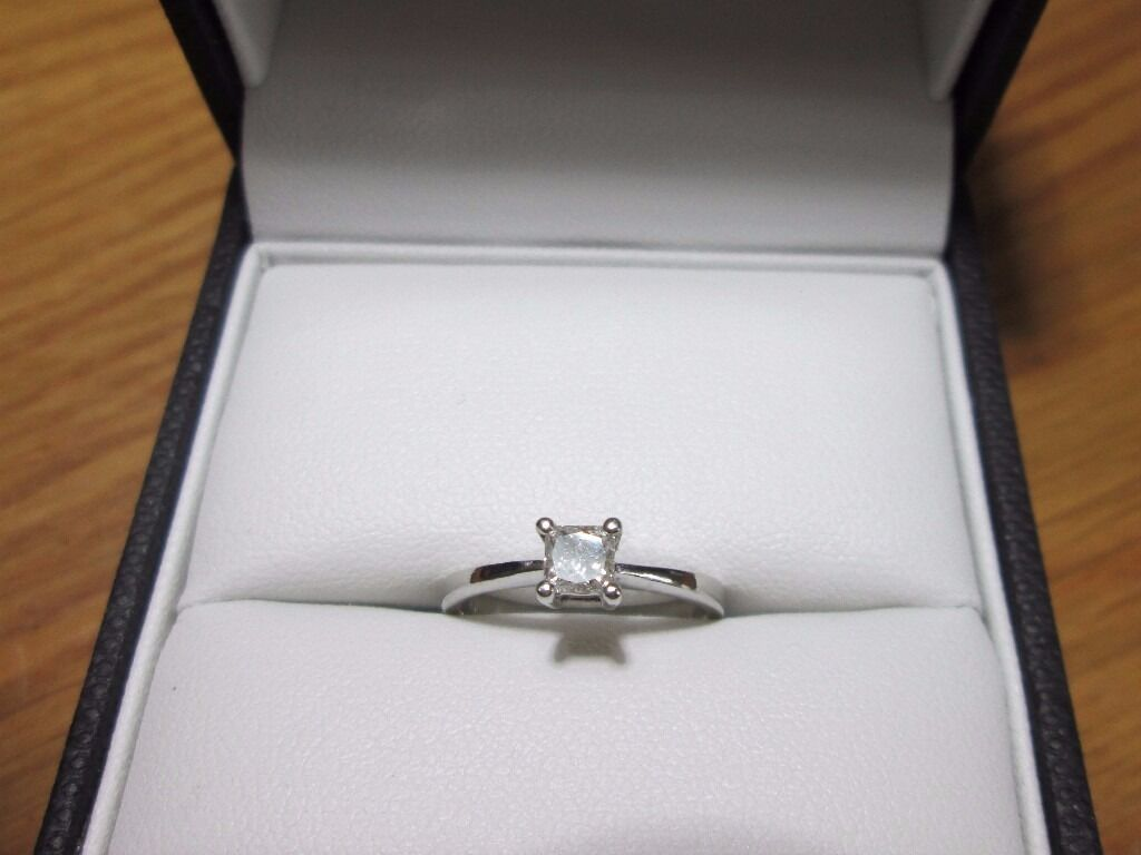 950 Platinum .25ct 1/4 Diamond Solitaire Princess Cut Engagement Ring Size i 1/2in Broughton, LincolnshireGumtree - Hello For sale in an elegant platinum ring, set with a stunning quarter carat diamond solitaire. A sharp, square, princess cut delivers exquisite sparkle with a touch of the contemporary. Perfect as a gift or as an engagement ring, this beautiful...