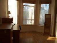 LARGE DOUBLE ROOM TO LET IN HOLLOWAY (ZONE 2) FULLY FURNISHED CLOSE TO ALL AMENITIES WITH WIFI