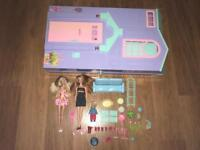 Barbie house + 2 Barbie's + toddler + accessories