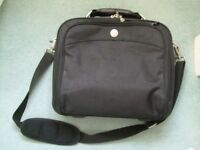 Dell laptop bag - pre-owned - in black.
