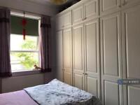 2 bedroom flat in Grosvenor Court, London, W5 (2 bed)