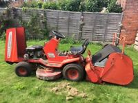 Ride on lawn mower with grass collector