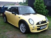 MINI COOPER 2002 1600CC WITH JOHN COOPER BOBY KIT