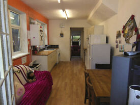 2 BIG SINGLE STUNNING ROOM AVAILABLE IN A FRIENDLY HOME :)