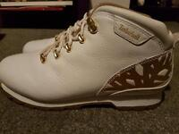 White timberlands size 6