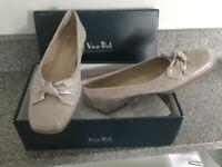 Ladies Van Dal Shoes, size 6.5