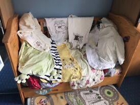 Tutti bambini cotbed + 10 sleeping bags & 4 bumpers