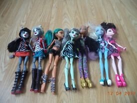 Monster High Dolls and Coffin Bed