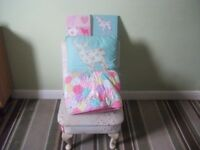 Single Bedspread / Cushion / Two Canvas Pictures