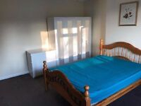 """""2 double/twin rooms available now in the same house """" Cricklewood"