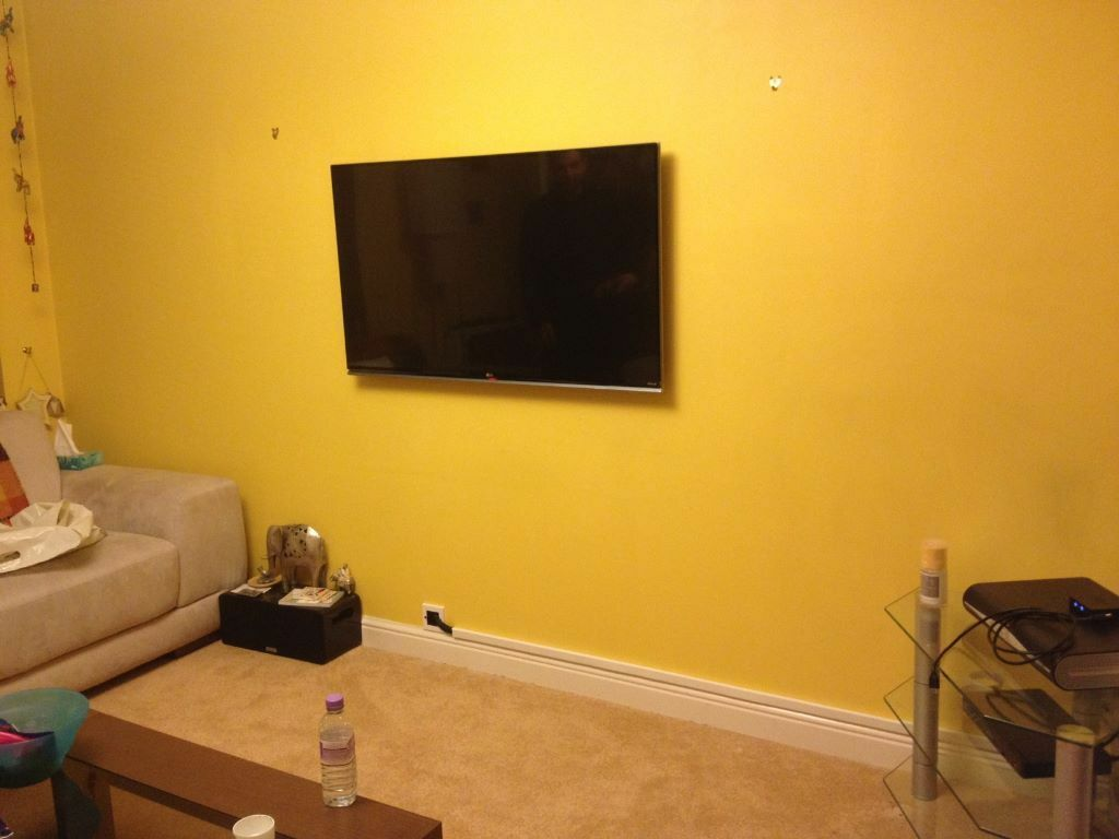 Emejing Installation Tv Orange Contemporary - Joshkrajcik.us ...