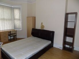 Bright Spacious Double room in HMO house share in Clayton