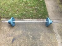 SOLID BARBELL WITH 33KG OF BODY SCULPTURE CAST IRON WEIGHTS