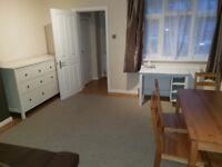 2 bedroom ground floor flat with garden in Southall 2min from Uxbridge road, furnished,high standard