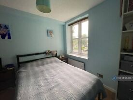 2 bedroom flat in Chiltern Court, London, SE14 (2 bed) (#1214647)