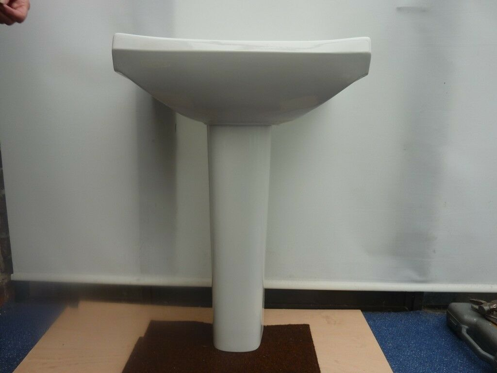 White Pedestal wash Basin Ideal Standard