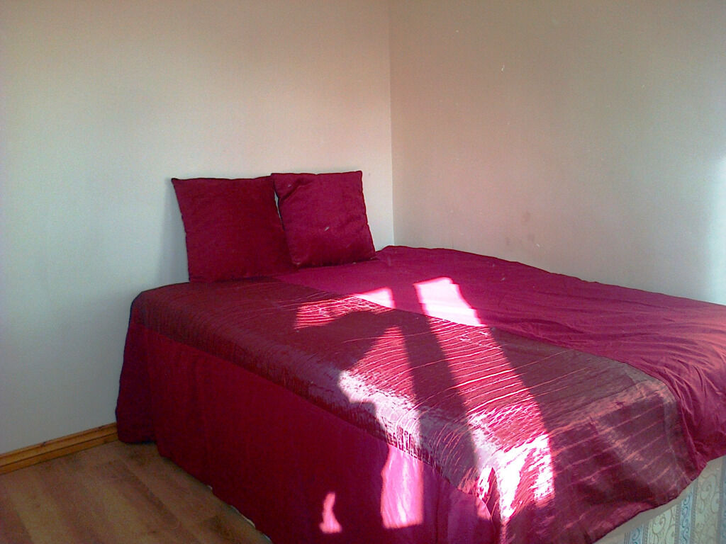 Lovely and Spacious Double Room in a Beautiful House with FreeParking in Chiswick ALL BILLS INCLUDED