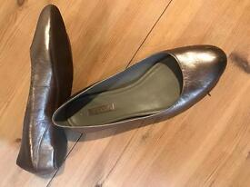 Gorgeous Ecco leather flats 41