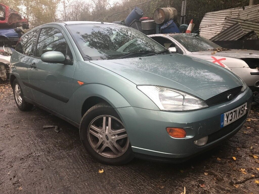 Ford Focus 2001 1.6 Petrol Green 3dr Breaking For Spares
