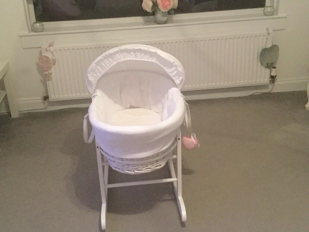 White Waffle Moses Basket with stand in immaculate condition