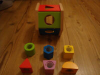 Wooden cube toy