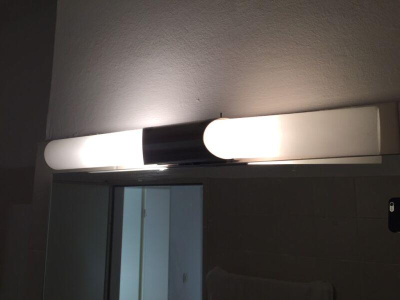 badleuchte inkl leuchtmittel in berlin wilmersdorf lampen gebraucht kaufen ebay kleinanzeigen. Black Bedroom Furniture Sets. Home Design Ideas