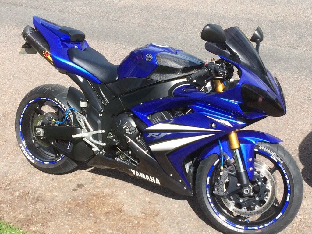 stunning yamaha r1 in the sought after 2007 model