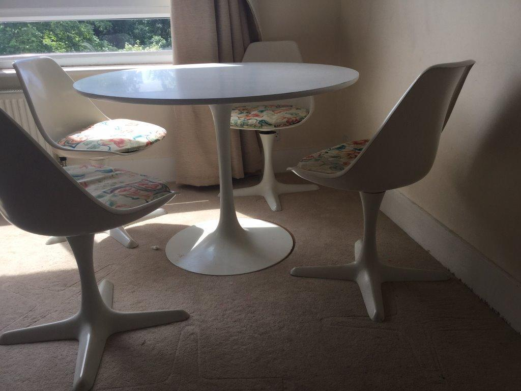 Beautiful retro white dining round table and 4 chairs in for Beautiful dining table and chairs