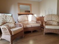 Wicker conservatory furniture 2 seater sofa 2 armchairs with reversable cushions & 2 side tables