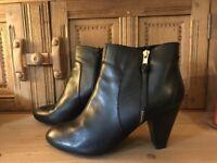 KURT GEIGER Ladies Black Leather Ankle Boots 'Tiffany' Size 41 (8)