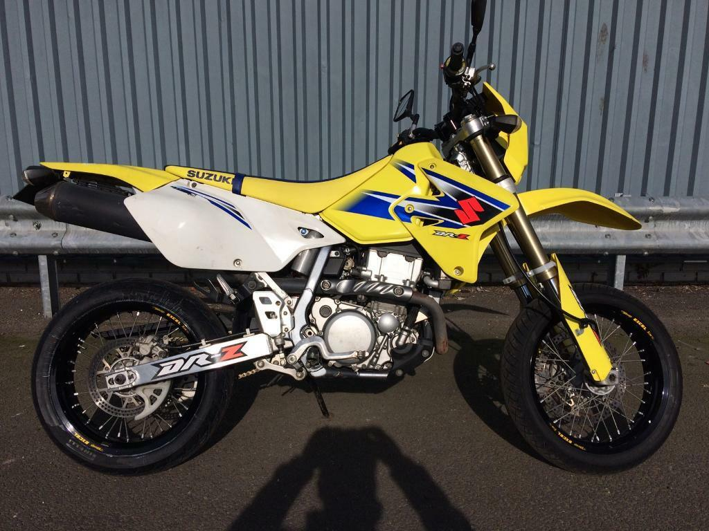 suzuki drz 400 sm yellow and blue great condition only. Black Bedroom Furniture Sets. Home Design Ideas