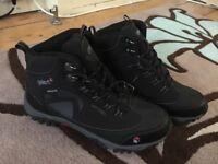 Gelert Walking Shoes - Black size 7