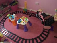 Electronic train and track set