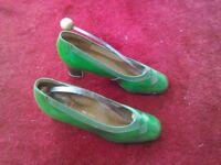 Ladies green patent vintage shoes