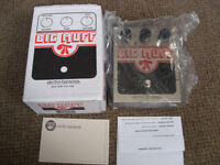 Electro Harmonix Big Muff Pi Distortion/Sustainer fuzz pedal