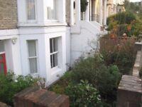 Garden flat 1 double and 1 single bedroom 2 bathrooms/loos in Shepherd's Bush, good transport links