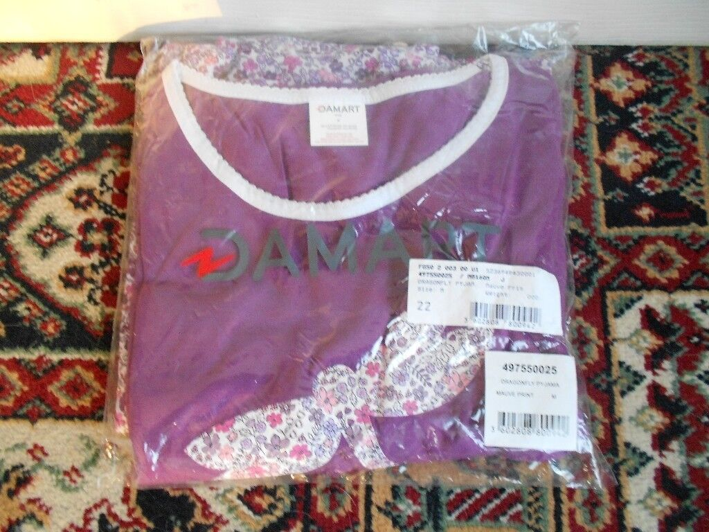 New Ladies Dragonfly Pyjamas with a print motif top, Size M, unwanted gift