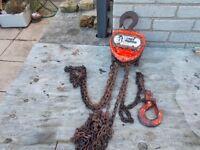 Davy Morris 1 ton chain hoist - serviceable condition.