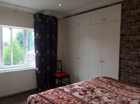 Stylish En-suite Double Bedroom, Newly Refurbished for Rent in Northfield, Birmingham B31