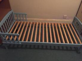 Toddler bed blue
